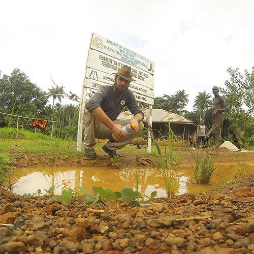 Thor ambassador using LifeSaver water purifier bottle to clean dirty water